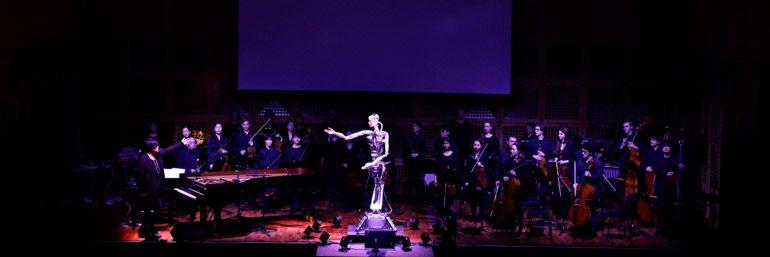 Робот стал дирижером оркестра
