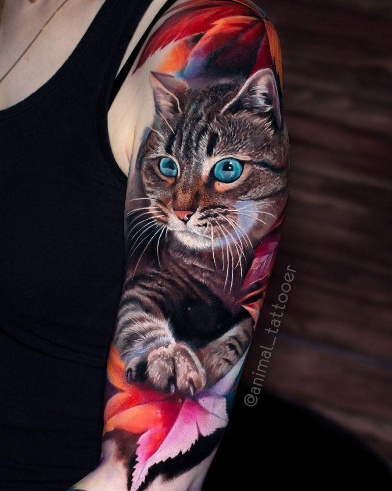 Реалистичная татуировка с кошкой