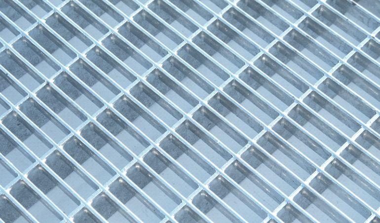 Прессованный решетчатый настил из металла