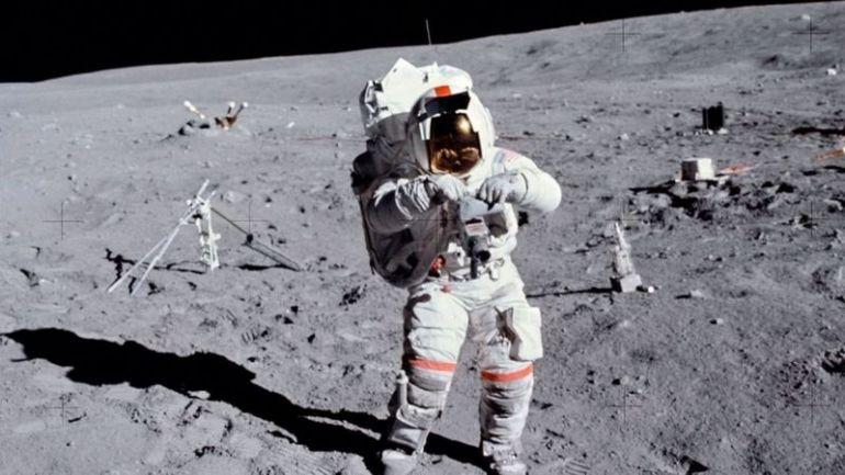 "Астронавт Джон В. Янг на Луне во время миссии ""Аполлон-16"""