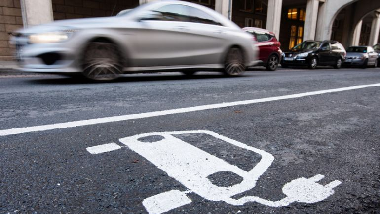 Великобритания готова ввести запрет на бензин