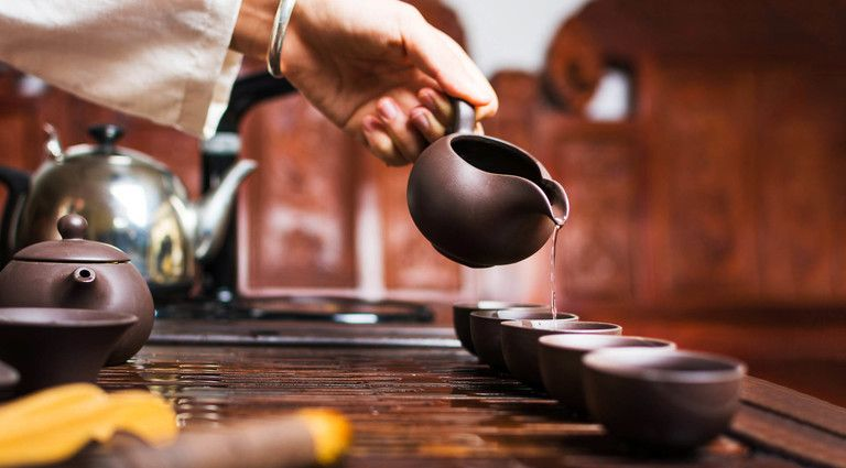Названа ошибка при заваривании чая, превращающая полезный напиток в яд