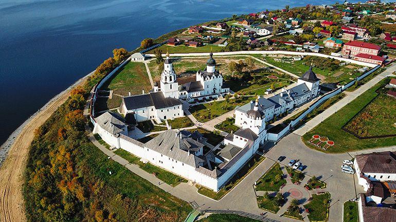 экскурсии в Свияжск. Монастырь на острове