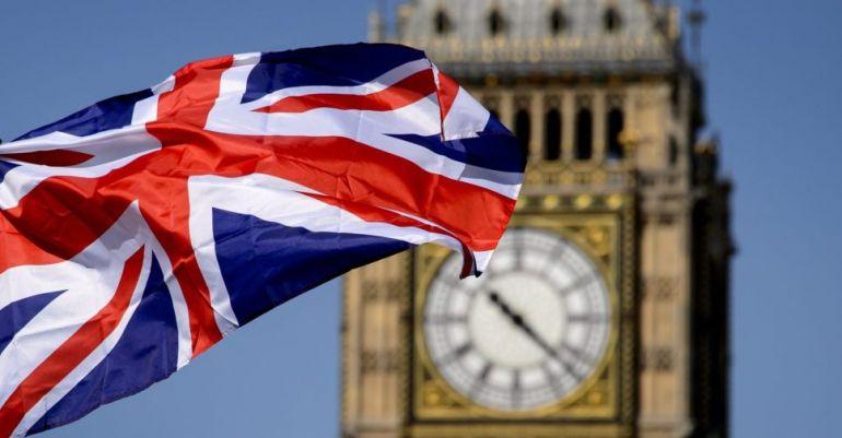 В Британии за сутки сделали 400 000 прививок