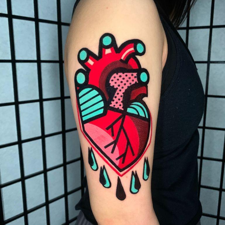 Яркие цветные татуировки. Тату сердце