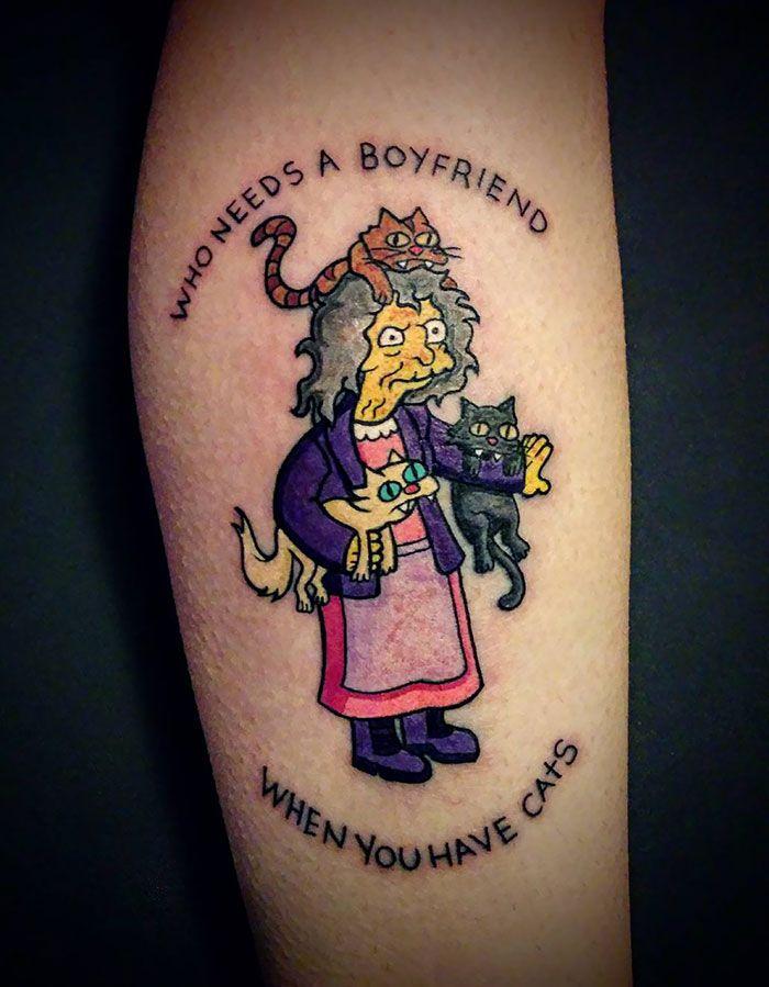 Женщина с котами из Симпсонов. татуировка