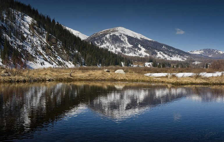красивое озеро в Казахстане