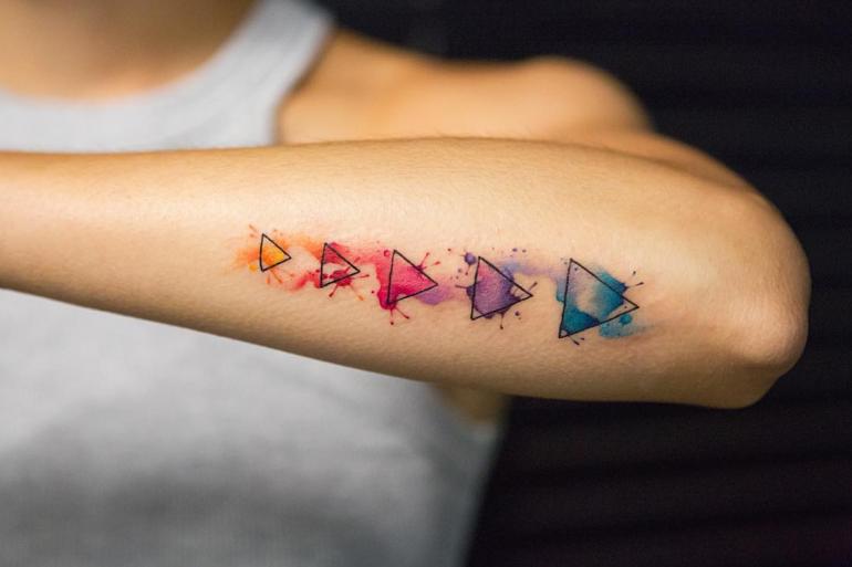 Акварельные тату треугольники