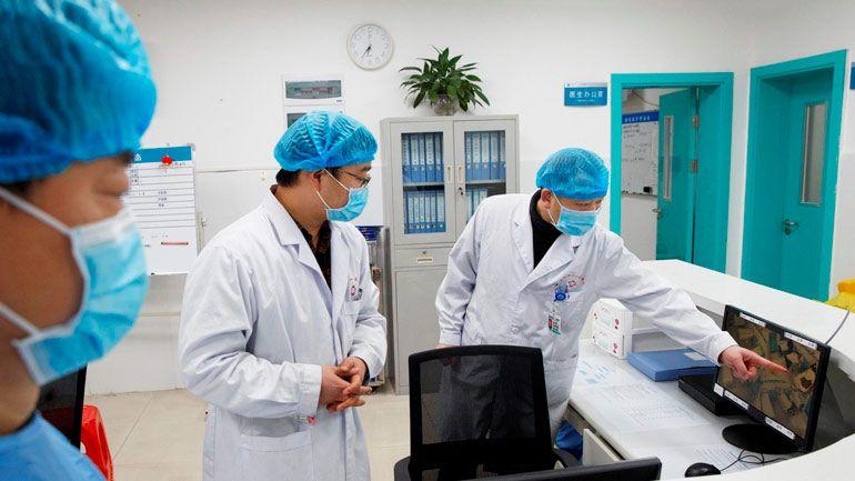 В США на добровольцах тестируют вакцины против коронавируса